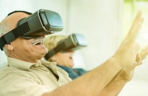 Persone anziane durante una esperienza di gamification in realtà virtuale