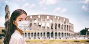 Coronavirus Italy turista con mascherina protettiva
